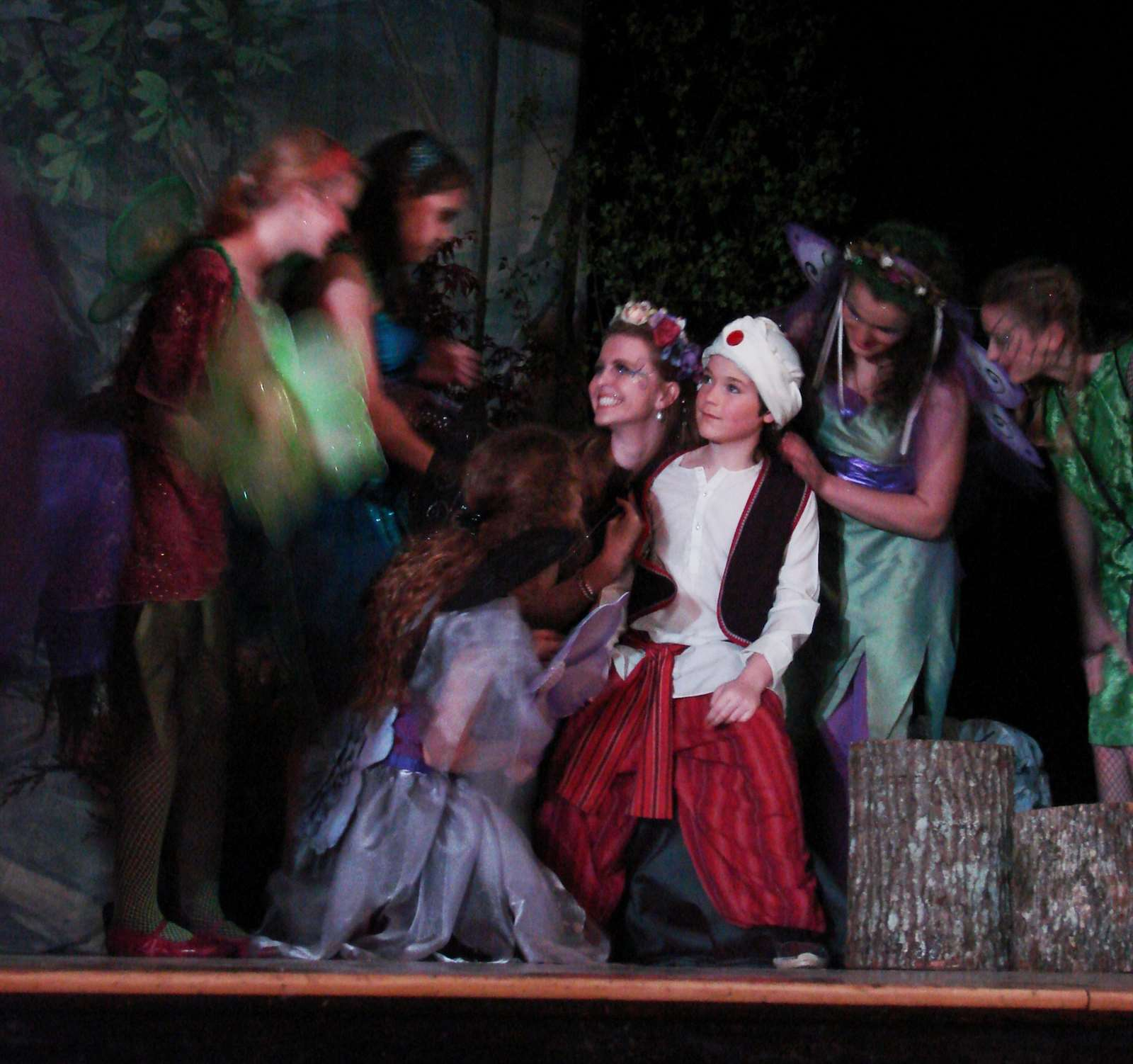 midsummers nights dream Lysander loves hermia, and hermia loves lysander helena loves demetrius demetrius used to love helena but now loves hermia egeus, hermia's father, prefers demetrius as a suitor, and enlists the aid of theseus, the duke.